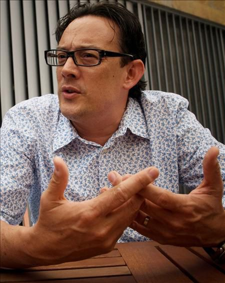 el arquitecto colombiano giancarlo mazzanti habla durante