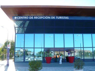 Las oficinas de turismo de cuenca atienden a for Oficina de turismo cuenca