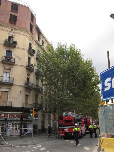 Un herido grave por un incendio en un piso de la calle - Calle manso barcelona ...