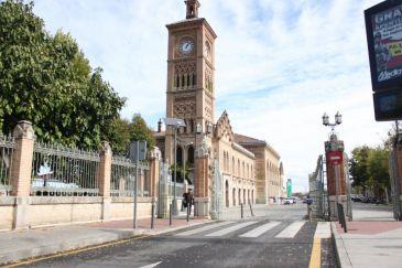 El ayuntamiento de toledo reabre este lunes la oficina de for Oficina turismo toledo
