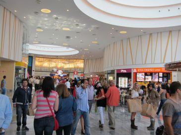 R o shopping recibe m s de visitantes en sus dos for Autobus rio shopping valladolid